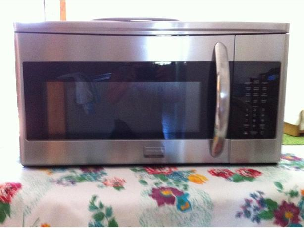 Frigidaire Gallery 1.7 Cu. Ft. stainless steel Over-The-Range Microwave
