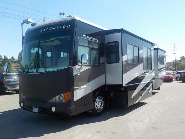 2004 Freightliner Fleetwood X-Line Excursion 350HP Class A Diesel Motorhome with