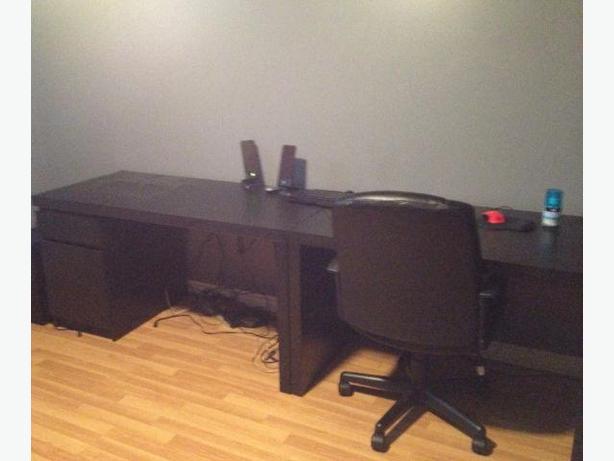 Bureau détaché detached desk avec chaise with chair
