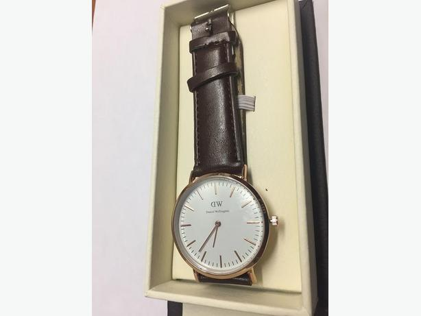 Brand New Unisex Adjustable Minimalistic Leather Band Wirst Watch