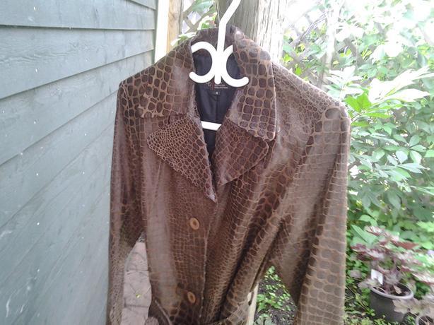 Leather jacket, Urban Behavior