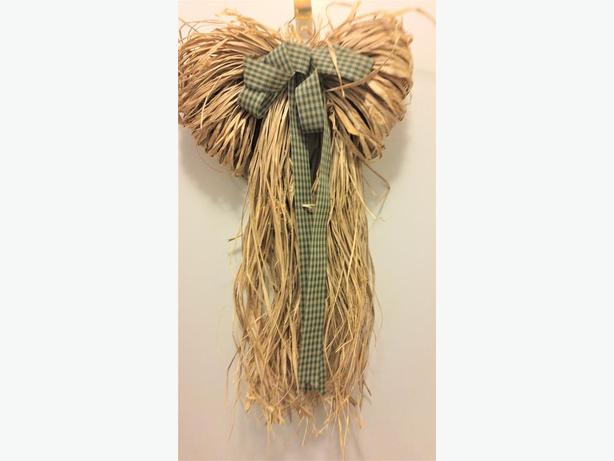 HANGING RAFFIA DECORATION