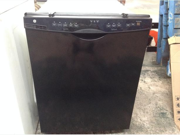 USED GE DISHWASHER IN EXCELLENT CONDITION.