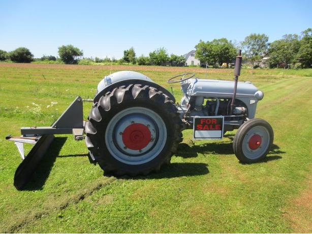 RARE 1942 FORD TRACTOR WORKS GREAT