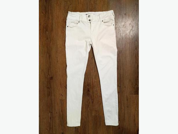 VGUC - SZ.9, WHITE, SKINNY JEANS WITH STRETCH AND POCKETS
