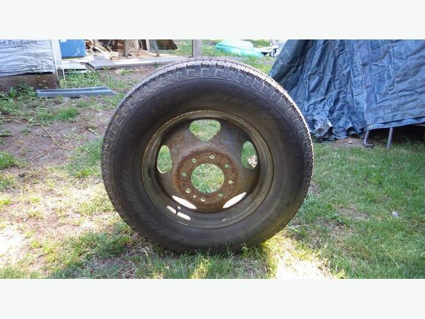 Truck Tire on Dual Rim or dismounted