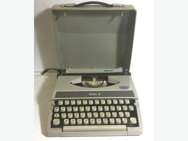Portable TYPEWRITER Royal Mercury from the 60's