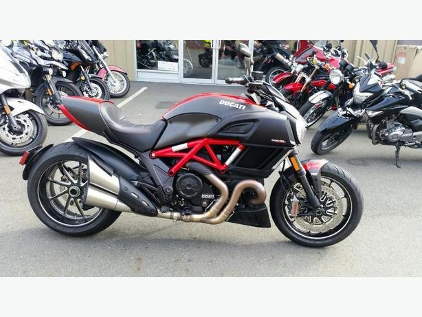 2015 Ducati Diavel Carbon Red West Shore Langford Colwood Metchosin