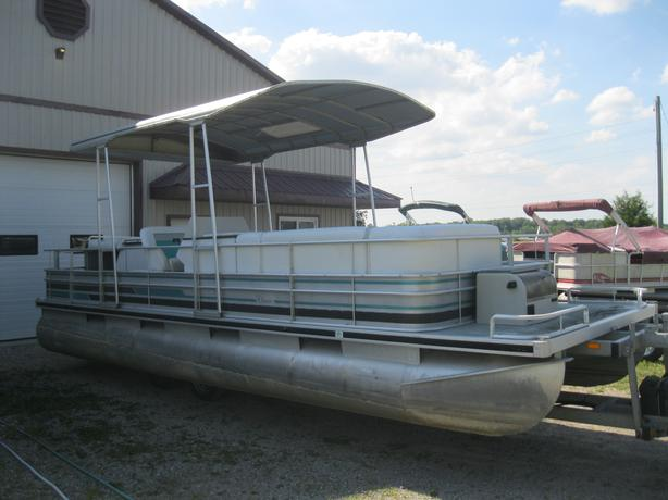 1990 Harris Classic 24' Pontoon Boat w/ 4 CYL Inboard/Outboard