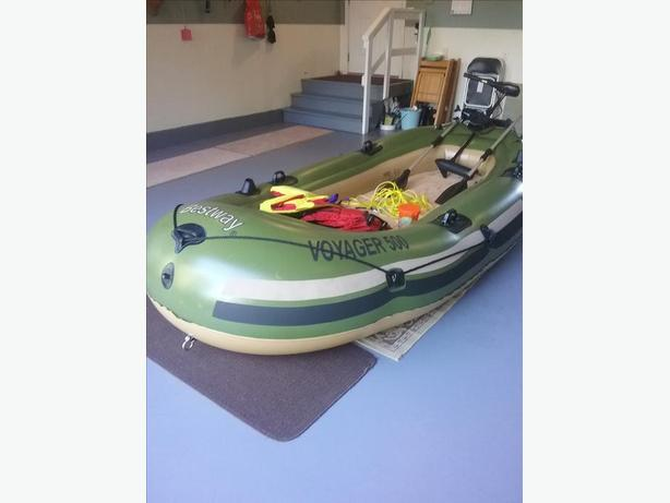 Inflatable boat , motor and accessories