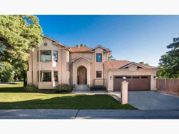 667 Balsam Crescent - Professionally Marketed by Judy Lindsay Team