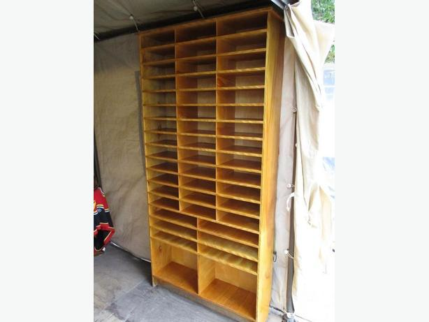 GRAMPAS ESTATE SHELVING UNIT