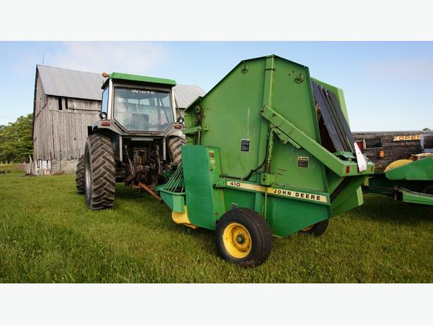 John Deere 410 small round baler, does 4X5 rounds