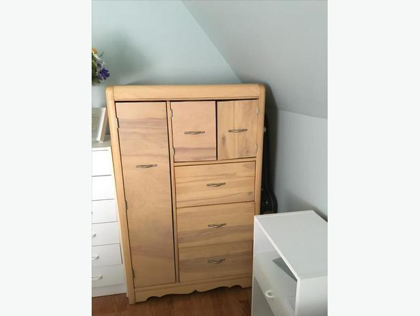 Dresser/commode vintage