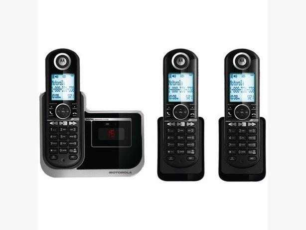 Motorola DECT 6 cordless phones, 3 handsets, answering machine
