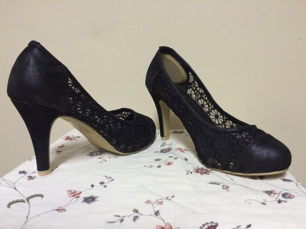 $30 OBO Suzy Shier Black Faux Leather & Lace Shoes - Size 7