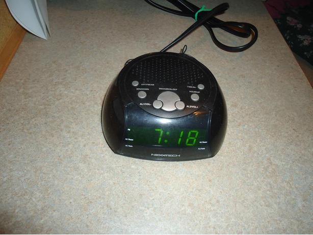 Nexxtech AM/FM Digital Clock Radio
