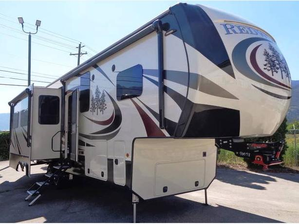 2018 Redwood RV RW340/ 3401RL Luxury 5th Wheel Trailer