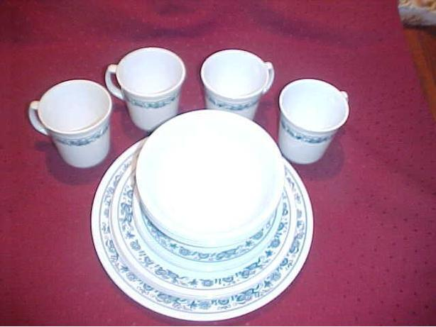 OLD TOWN BLUE CORELLE 20 PIECE DISHWARE SET