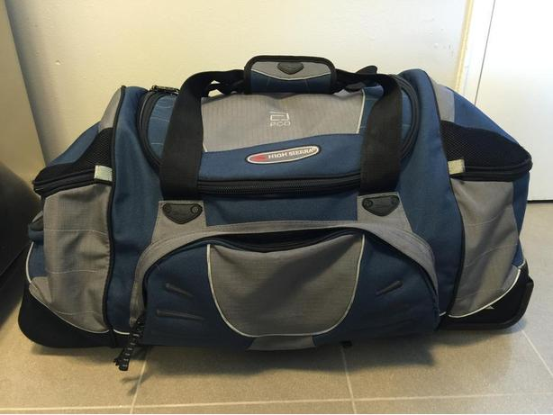 Travel Duffel Bag with Rolling wheels + back straps