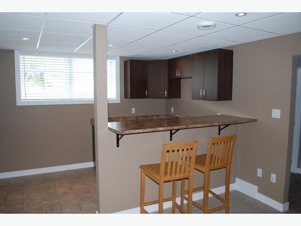 Bright & Open - 2 Bedroom Basement Suite - Rosemont