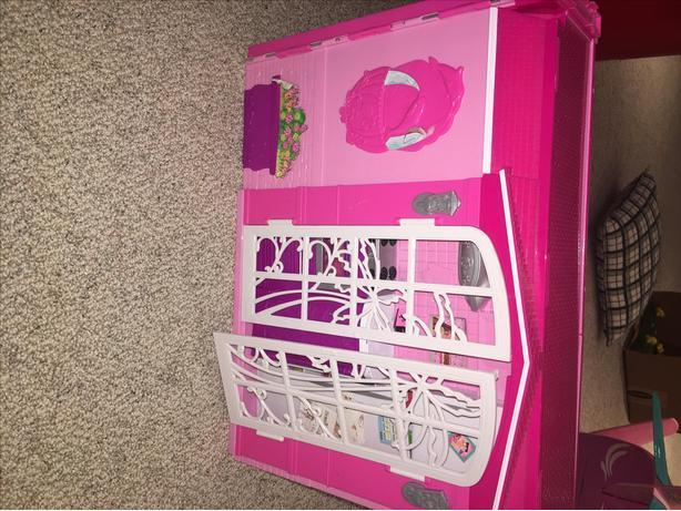 PINK BARBIE FOLDABLE CARRY HOUSE - MATTEL