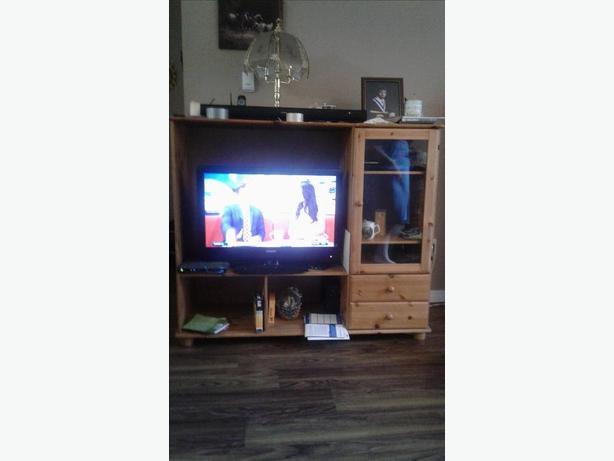 FREE: Wood entertainment unit