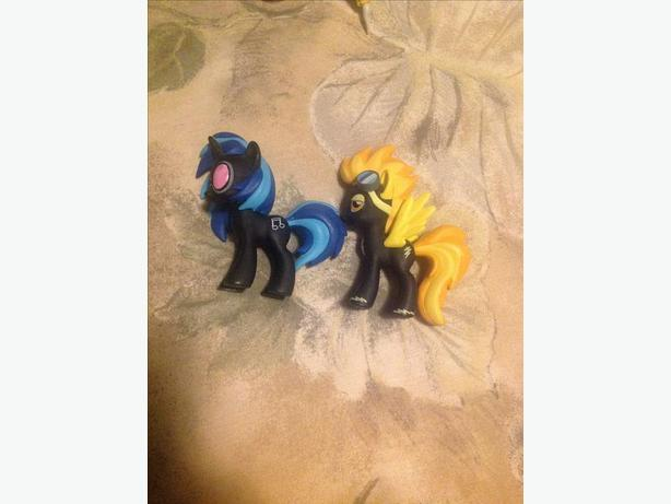 My little pony vinyl scratch and spitfire figures