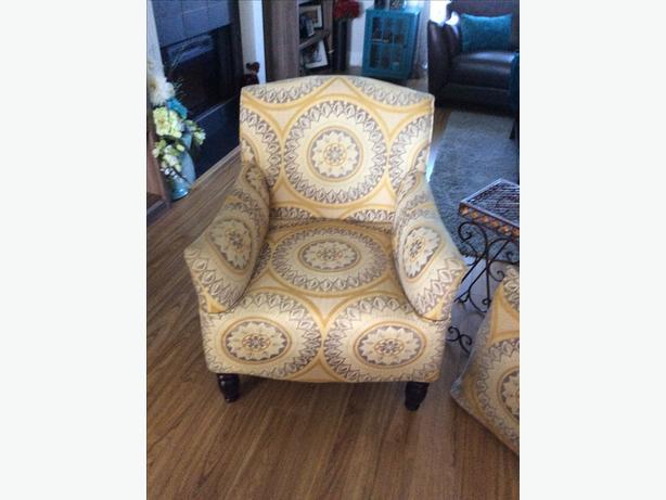 Arm chair / 4 pillows
