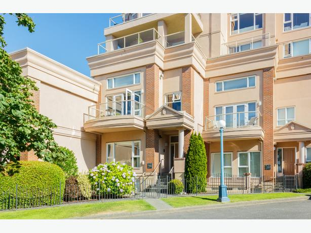 Awesome and very spacious 3 level town home is spectacular location!