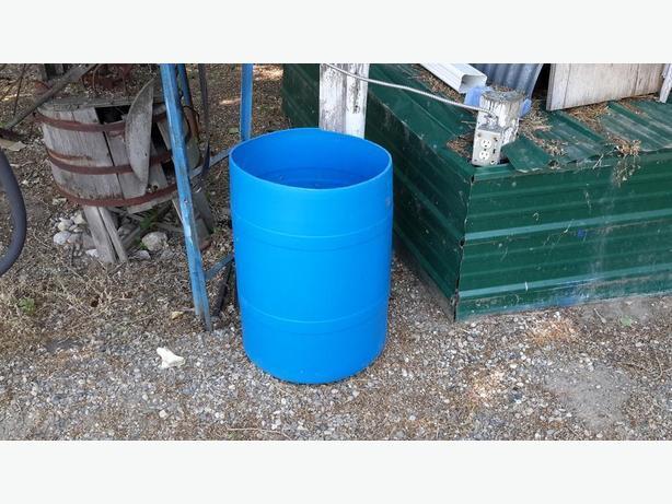 120 liter (31.7 US gallon) plastic rain barrels