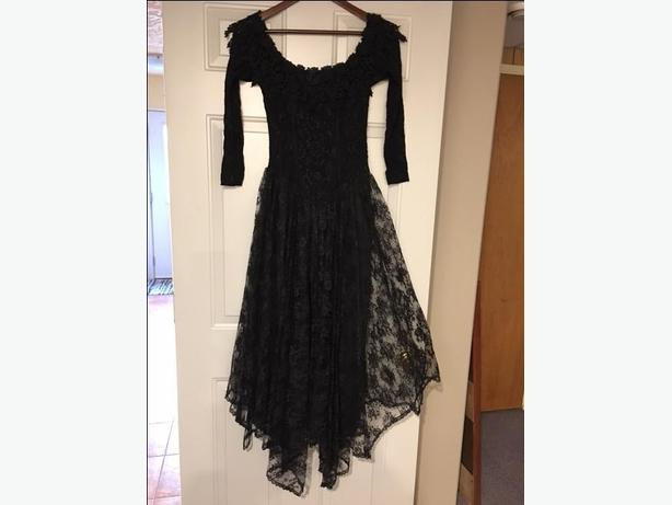 Black stretch Lace dress - SMALL