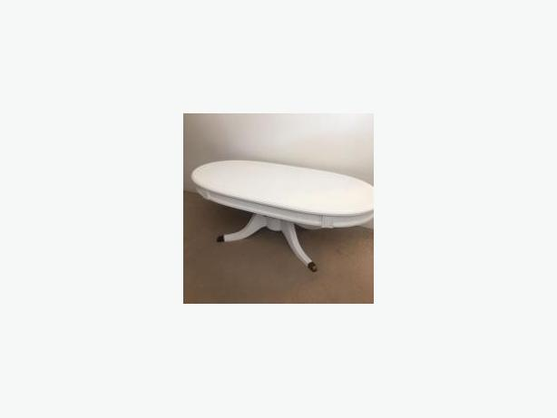 ANTIQUE WHITE OVAL DUNCAN PHYFE FRUITWOOD COCKTAIL TABLE