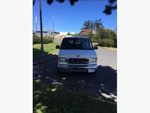 2000 Ford E150 8 Passenger Van for sale