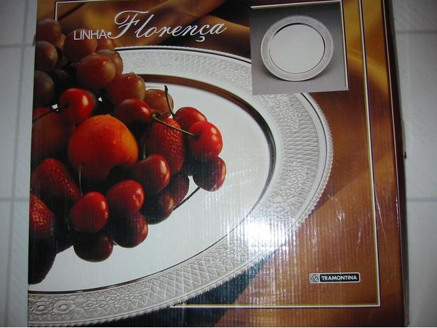 """BRAND NEW 18"""" TRAMONTINA SERVING TRAY IN GIFT BOX: STAINLESS STEEL"""