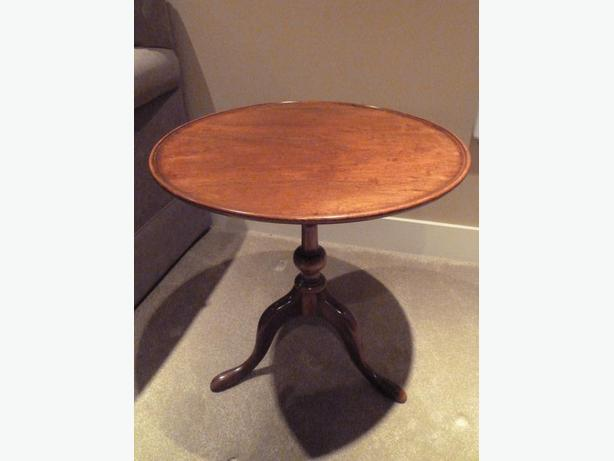 Two matching Georgian style mahogany side tables
