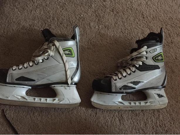 Mens skates size 9