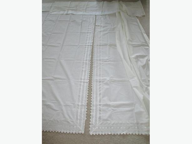 BRAND NEW PAIR CURTAINS, VALANCE & TIEBACKS w WIDE LACE EDGES