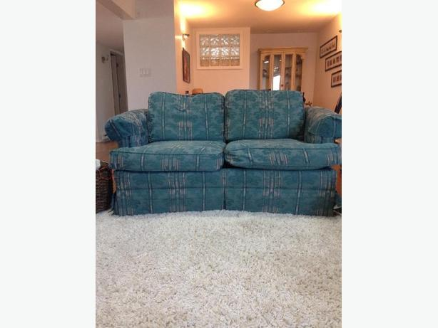 2 loveseats in excellent condition
