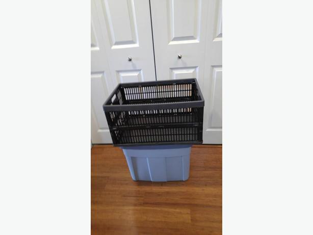 AS NEW 68 LITRE RUBBERMAID STORAGE TOTE & LARGE COLLAPSIBLE STORAGE BOX
