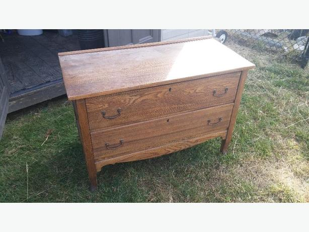 antique 2 drawer dresser