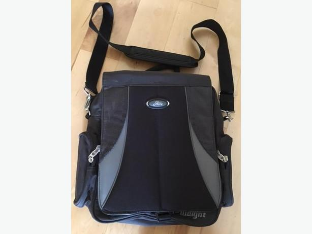 Laptop, Notebook Computer Cross Body Messenger Bag by Skyway Luggage