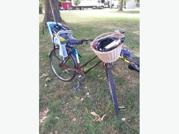 Woman's cruise bike