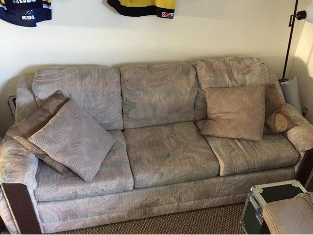 Hide a bed pull out couch