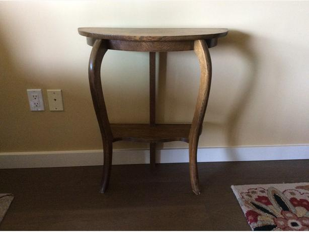 VINTAGE OAK ENTRYWAY OR OCCASIONAL SIDE TABLE