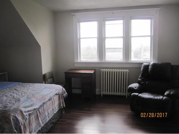 furnished room available now , weekly rent