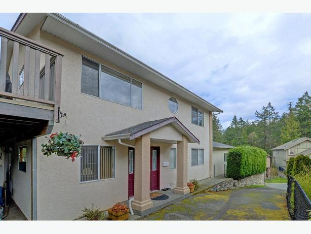 Bright 4 bedroom, 3 bathroom house - Thetis Lake
