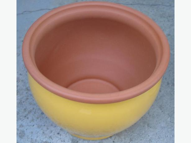 Planter, diameter 7.5 inches, New England Pottery