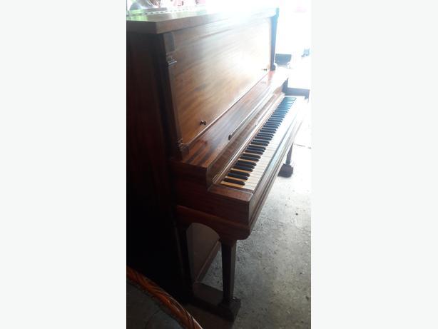 FREE: BEAUTIFUL MAHOGANY PIANO