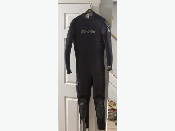 BARE Men's 5/4 Medium Tall (MT) Wetsuit - Hardly Used
